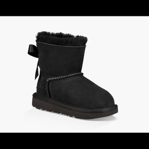 NWT Toddlers Mini Bailey Bow ll Ugg Boots